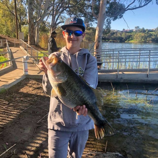 👀 A tank of a bass caught at Lake Jennings this morning by the son of Steven Scouten. 📷: Steven Scouten #sandiegofishing #sdfish #trophybass #largemouthbass #bassfishing #fishing